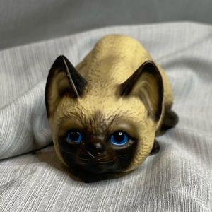 Vintage 1983 blue eyed cat figurine.